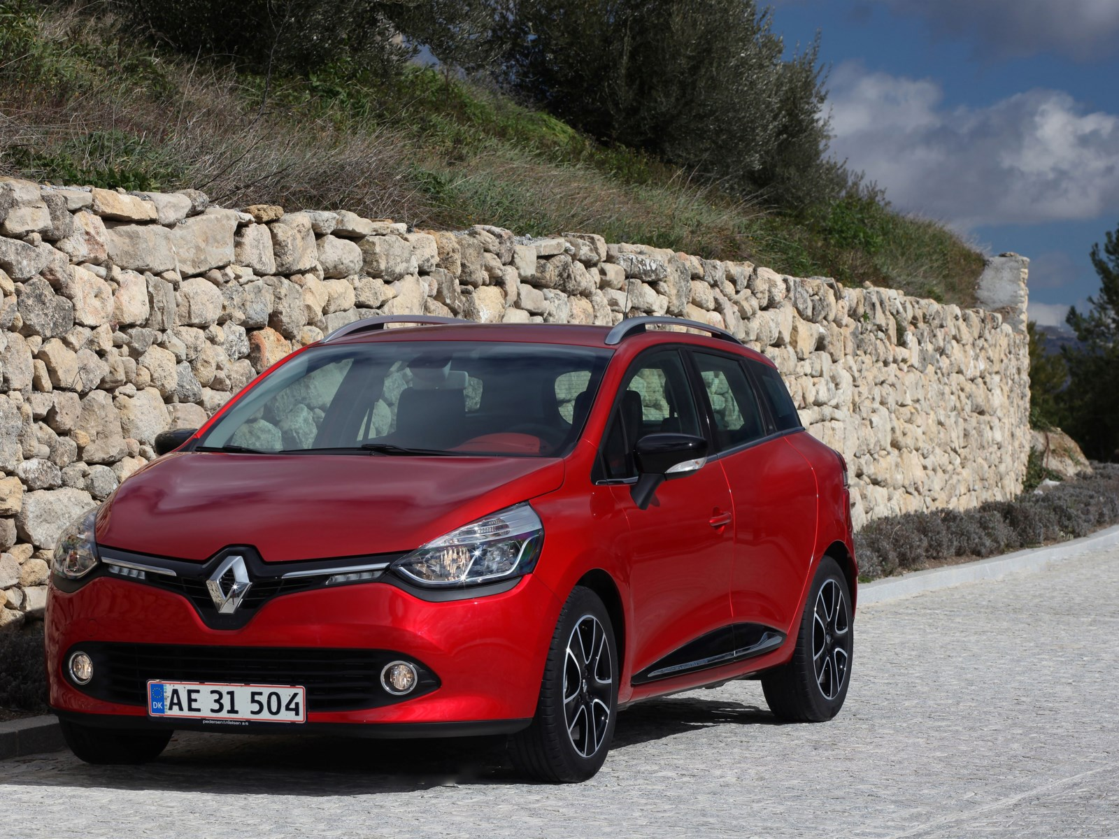 anmeldelse renault clio sport tourer 1 5 dci dynamique biltorvet. Black Bedroom Furniture Sets. Home Design Ideas