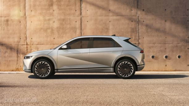 Hyundai Ioniq ryster hjemmehjælper-stilen af sig med 306 hk
