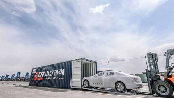 Volvo sender de første biler med tog fra Kina til Europa