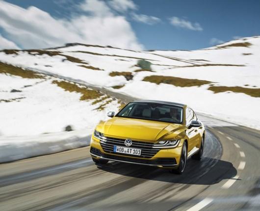 VW Arteon vil dele tæsk ud til Porsche