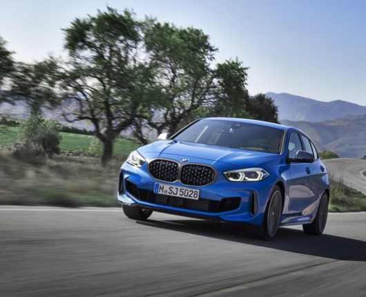 Ny 1'er BMW trækker på forhjulene