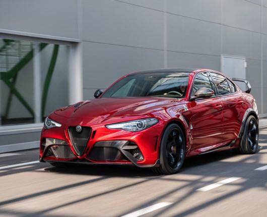 Fantastisk og sindssyg – Alfa Romeo bygger 540 hestes Giulia