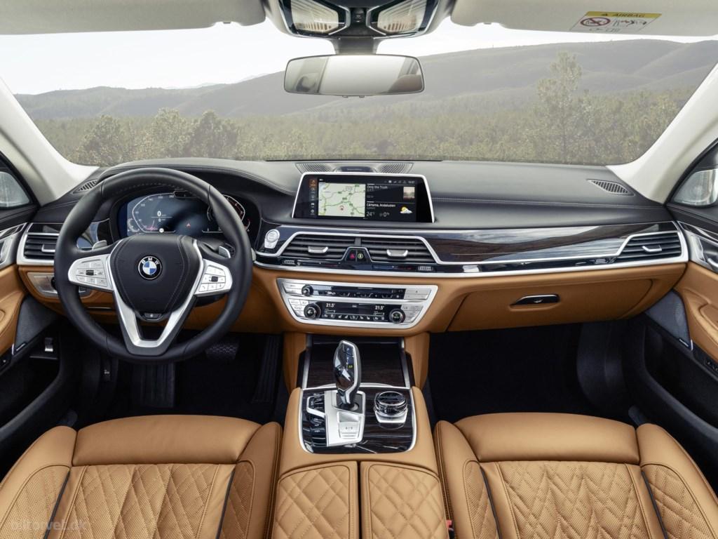 BMW 700