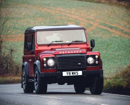 70 år gammel og vildere end nogensinde – Defender med V8-power