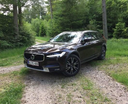Volvo V90 Cross Country Pro - højbenet, effektiv og meget imponerende