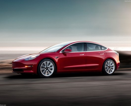 Tesla Model 3 redder Elon Musk