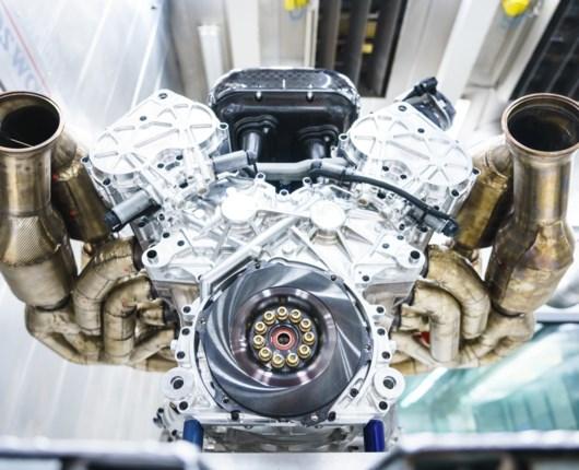 Teknisk vidunder – Aston Martins kæmpe-motor snurrer til 11.100 omdrejninger