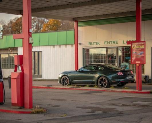 Lige over grænsen – Ford Mustang Bullitt