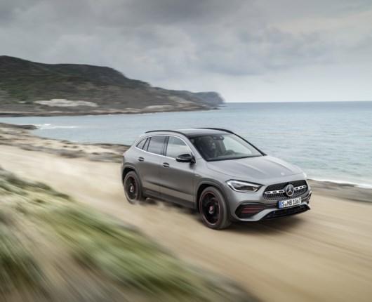 Mercedes GLA er tilbage – højere end nogensinde