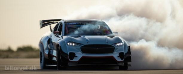 Syv elmotorer og 1400 hestekræfter – sådan har du aldrig set Ford Mustang før