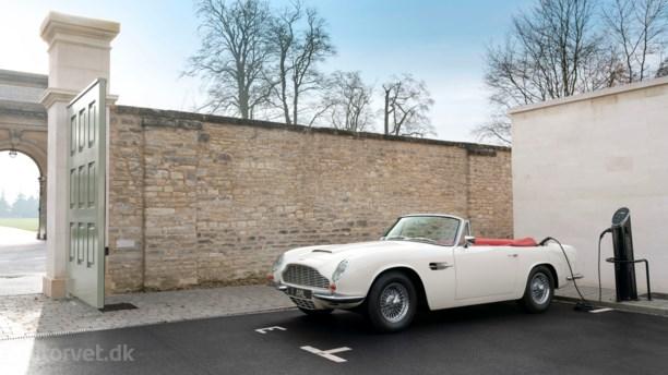 James Bond's firmabil kommer i stødet