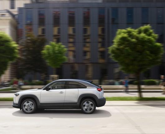 Vælg Mazdas elbil og spar mange penge