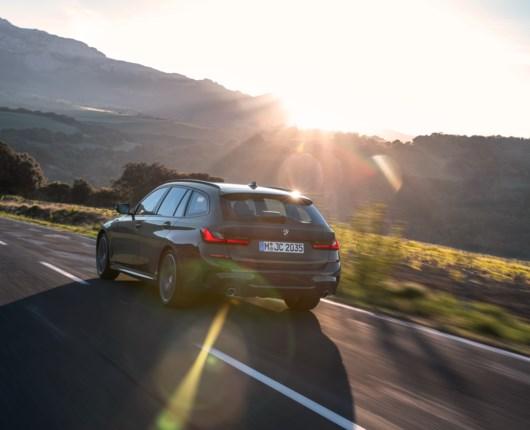 Skarpe køreegenskaber og mere plads – her er BMW 3-serie Touring