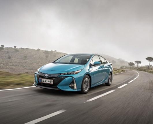 Hybridernes morfar sparker endelig røv – nu kommer Toyota Prius som plugin