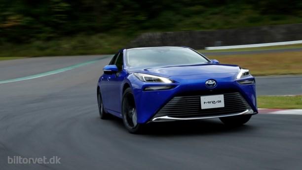 Toyotas nye brintbil renser byluften