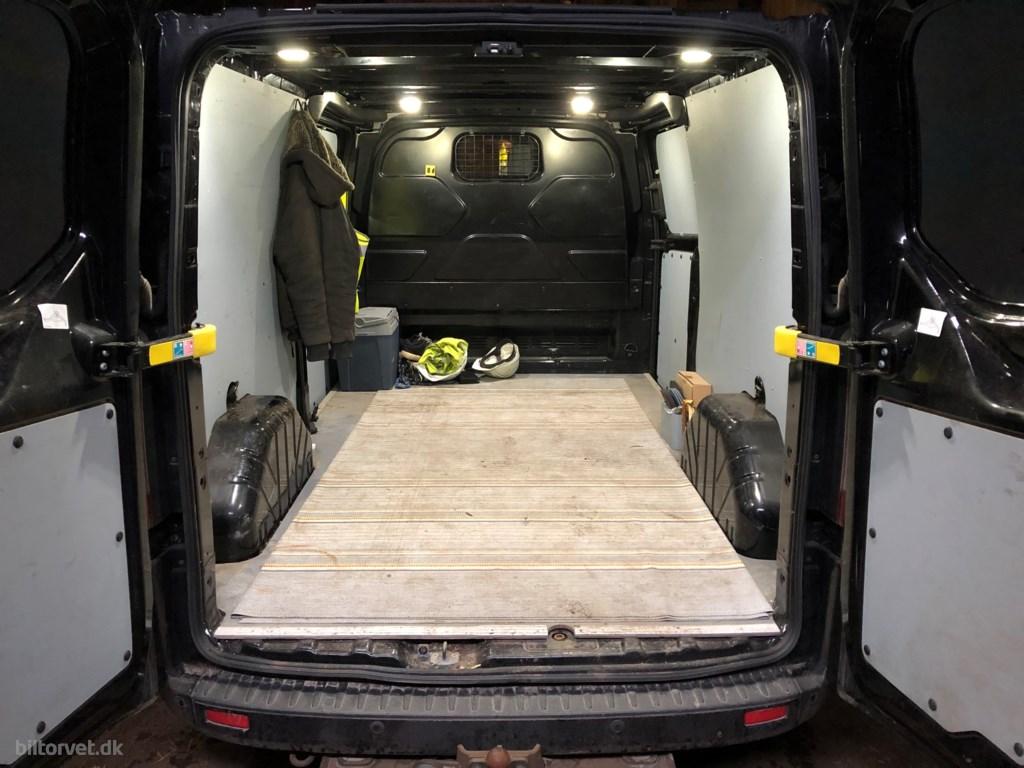 Ford Transit Custom 310 L2H1 2,2 TDCi Limited 155HK Van 6g 2015