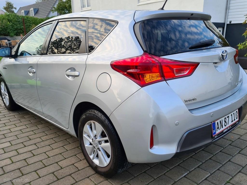 Toyota Auris 1,8 VVT-I H2+ E-CVT 136HK 5d Aut. 2014