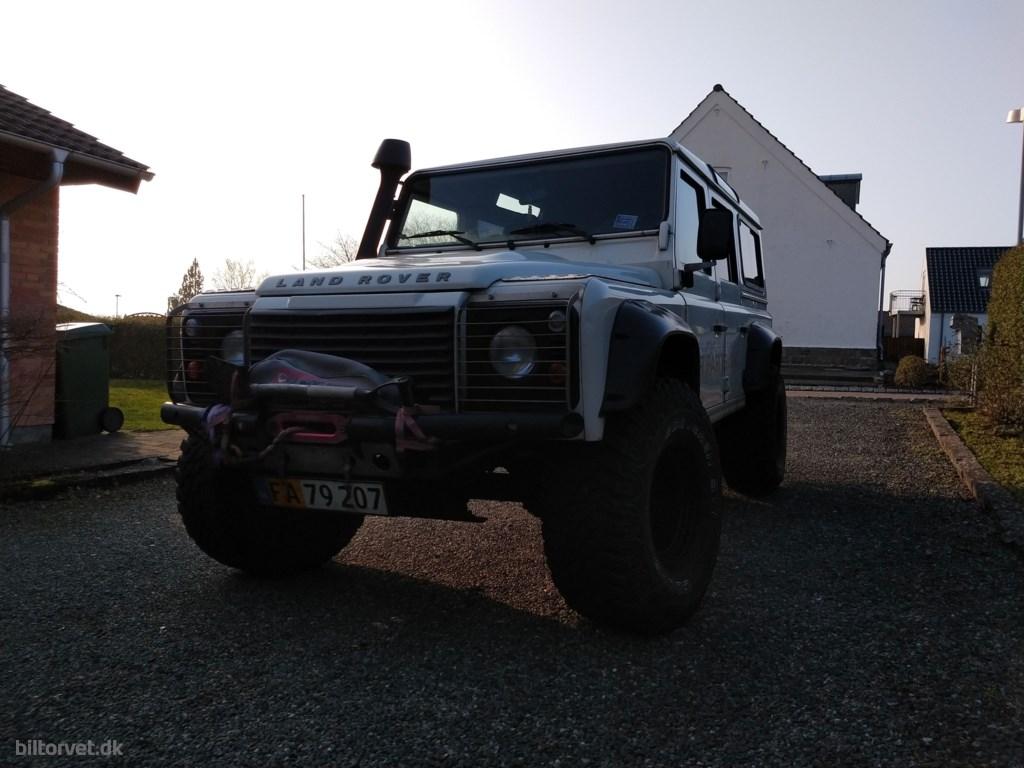 """Land Rover Defender 110"""" 2,4 TD5 4x4 122HK 6g 2009"""