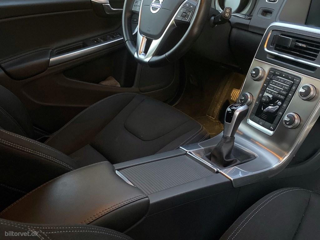 Volvo V60 2,0 T4 Momentum 190HK Stc 6g 2017
