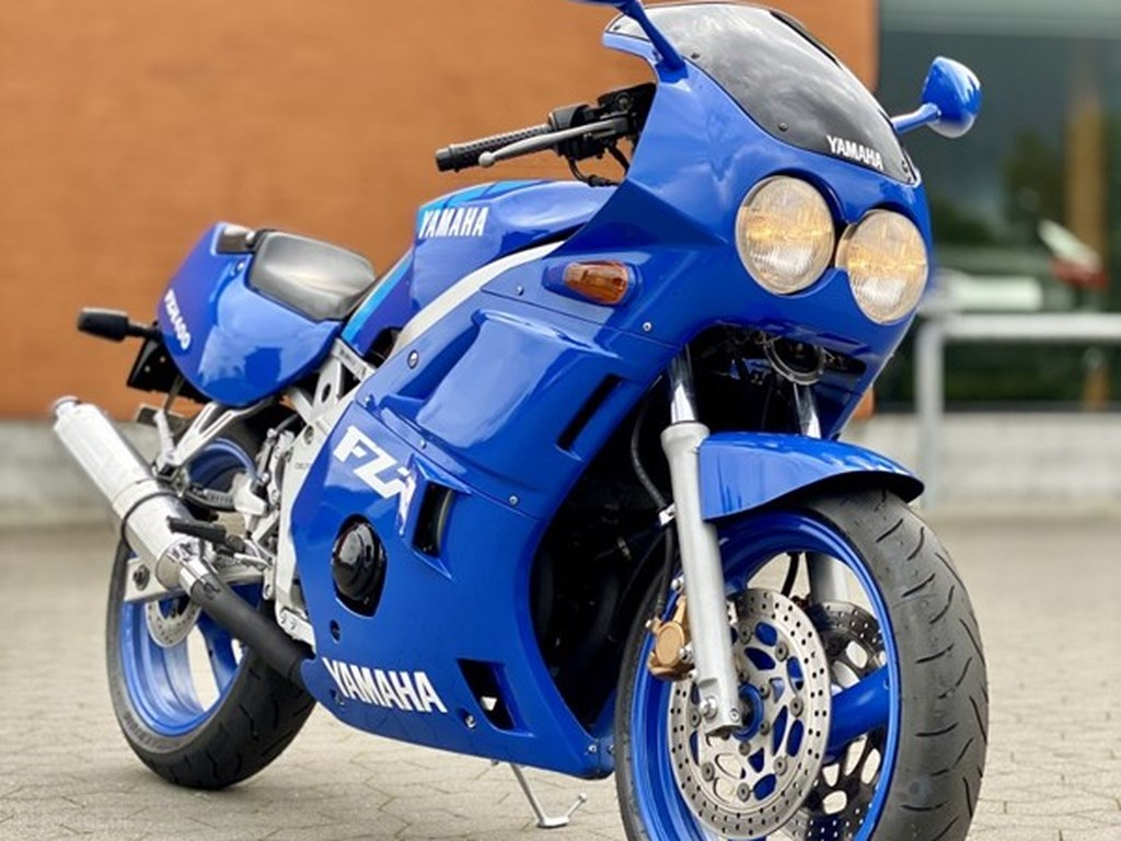 Yamaha FZR400 1986
