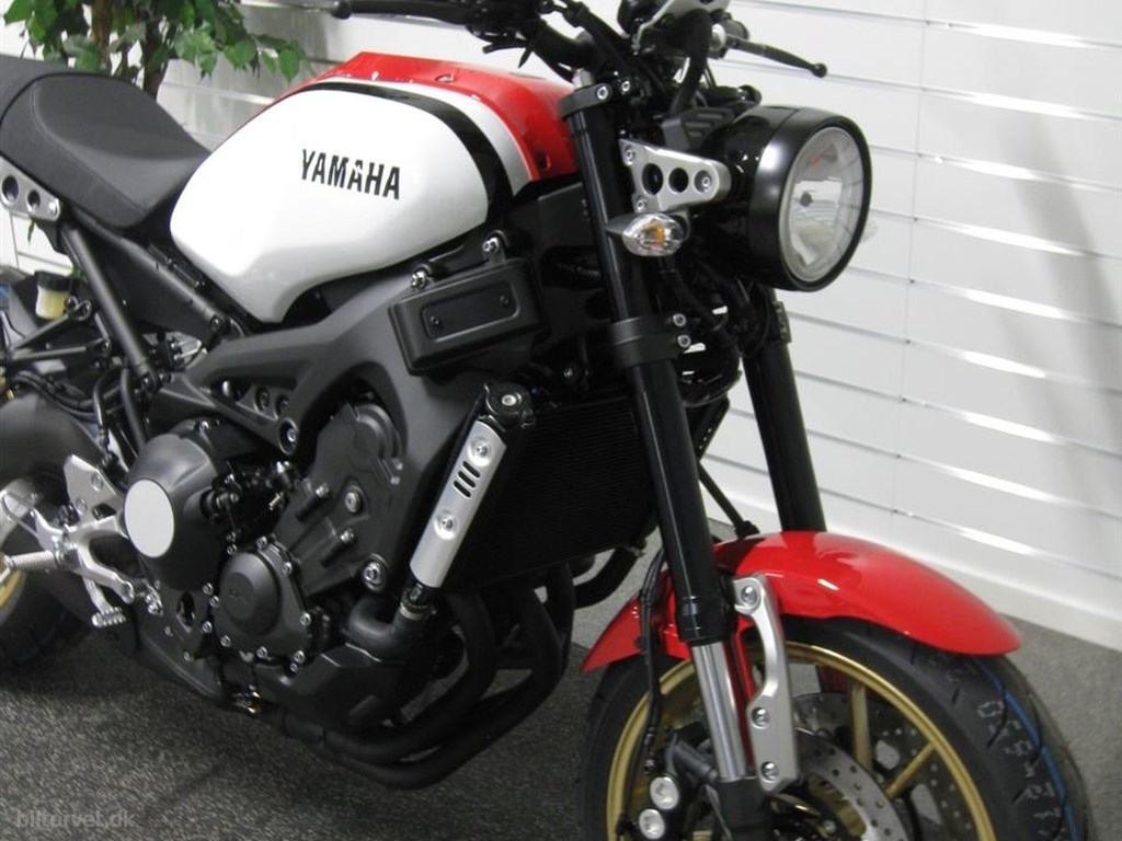 Yamaha XSR 900 Dynamic White 2020
