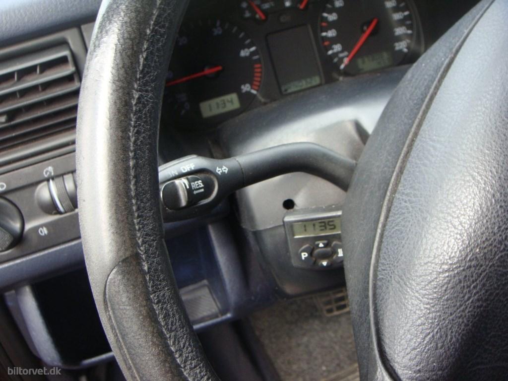 VW Caravelle 2,5 TDi 102 aut. 10prs 2000
