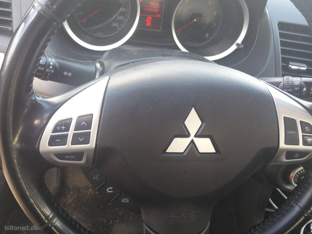 Mitsubishi Lancer 1,8 Invite 143HK 5d 2010