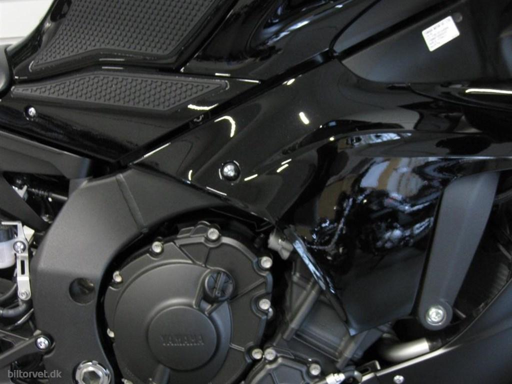 Yamaha YZF-R1 Midnight Black 2020