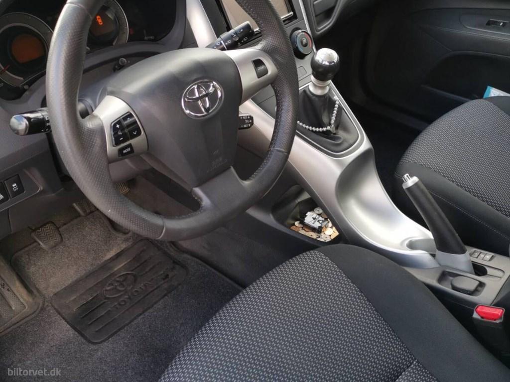 Toyota Auris 1,4 D-4D DPF T2 90HK 5d 2011