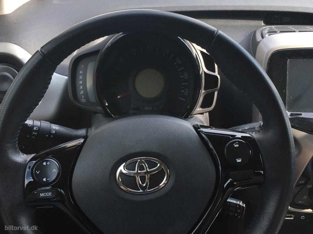 Toyota Aygo 1,0 VVT-I X-Play 69HK 5d 2016