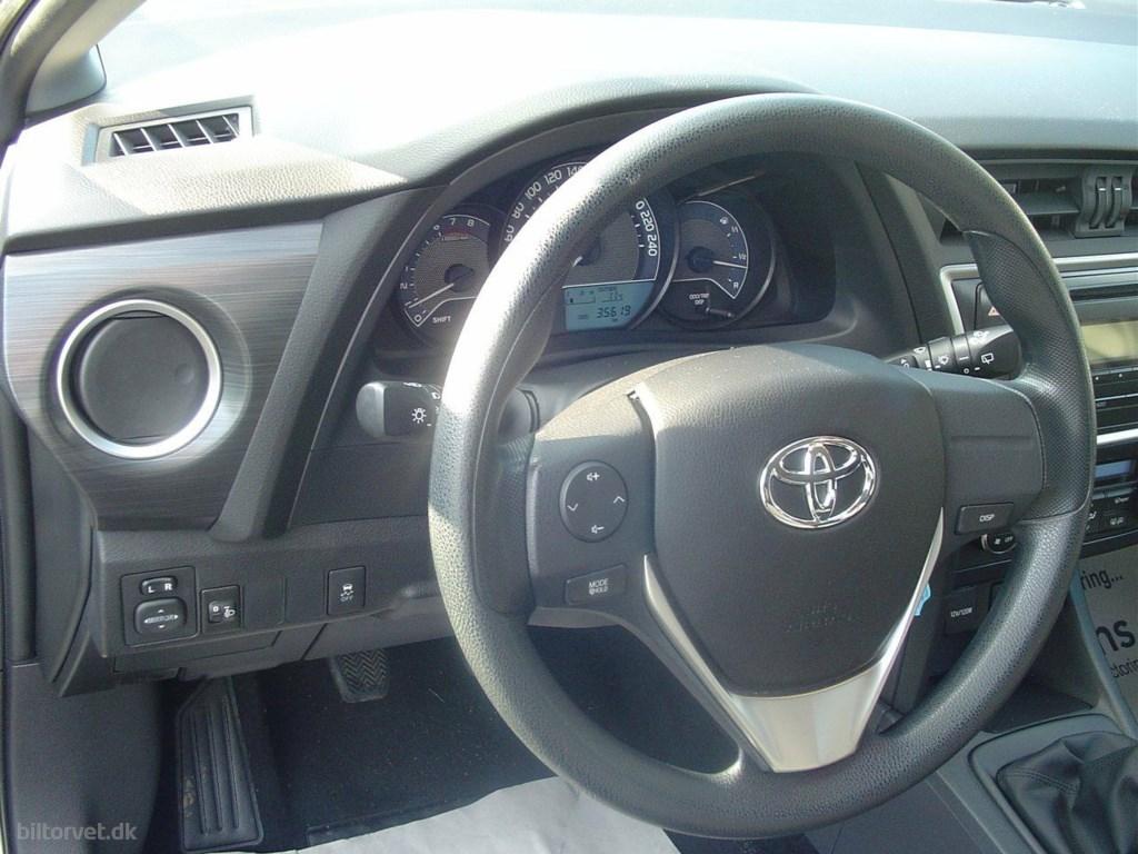 Toyota Auris 1,3 VVT-i T1+ 2014