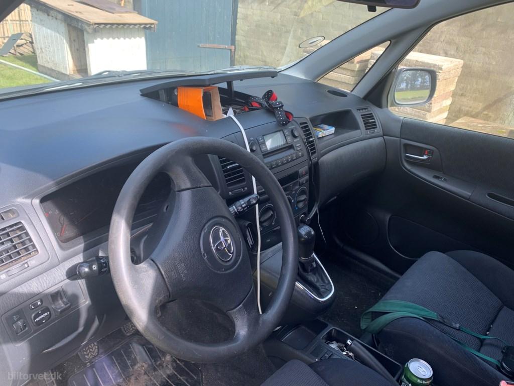 Toyota Corolla SportsVan 2,0 TD CombiVan 89HK Van 2002
